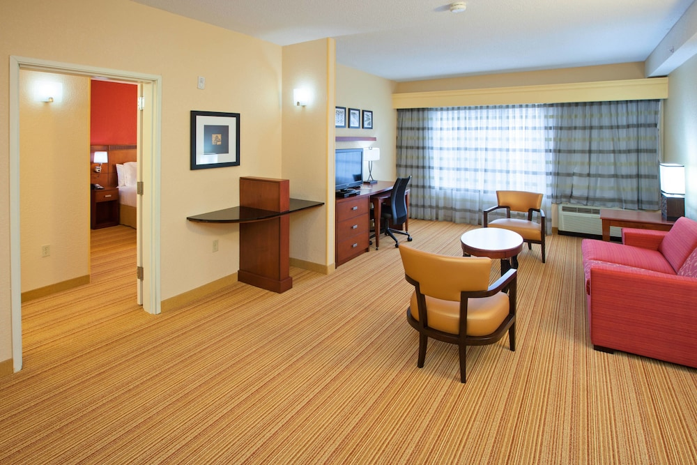 Room, Courtyard by Marriott Louisville Northeast