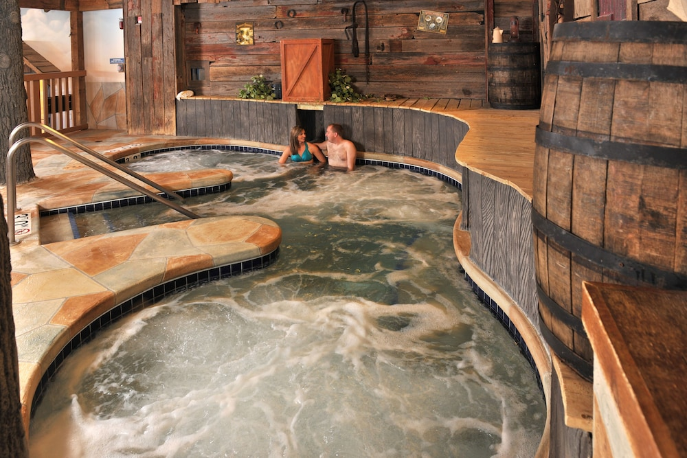 Indoor Spa Tub, Grand Lodge Hotel Wausau - Rothschild