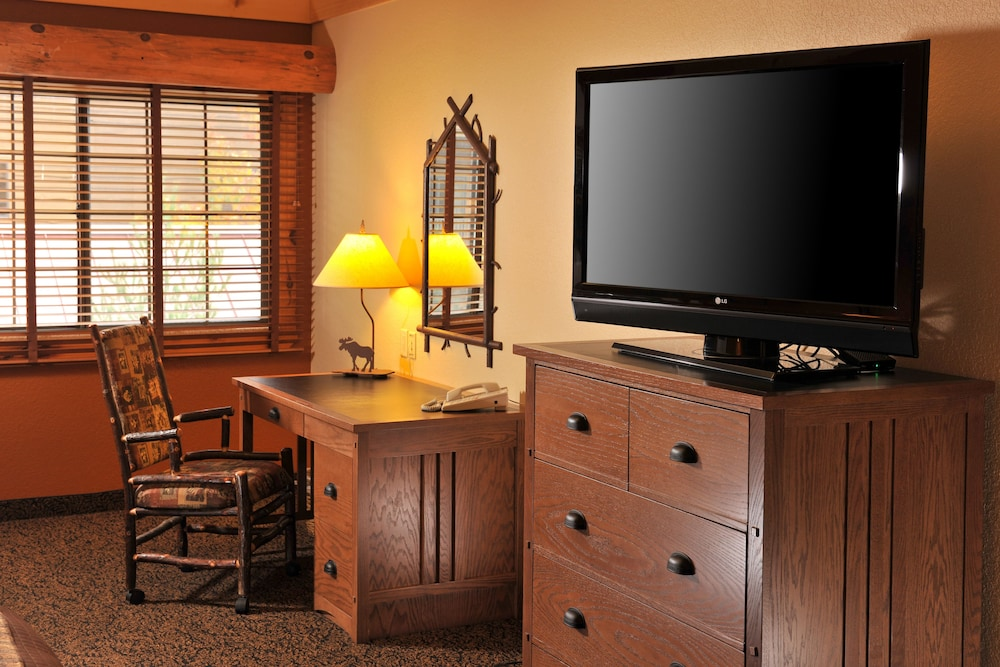 In-Room Business Center, Grand Lodge Hotel Wausau - Rothschild