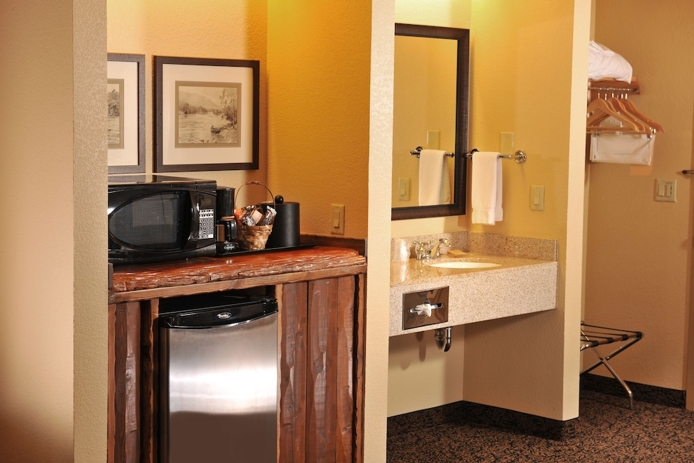 Room Amenity, Grand Lodge Hotel Wausau - Rothschild
