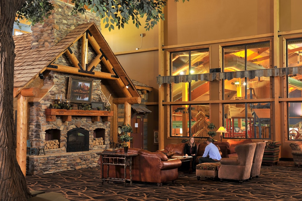 Lobby Sitting Area, Grand Lodge Hotel Wausau - Rothschild