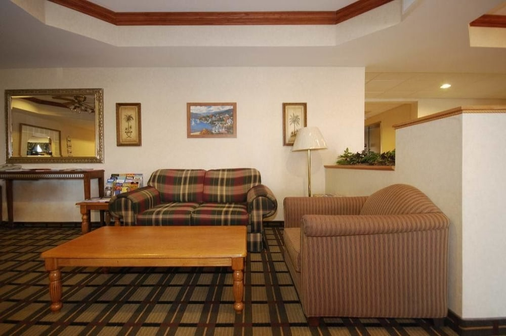 Living Room, Comfort Suites