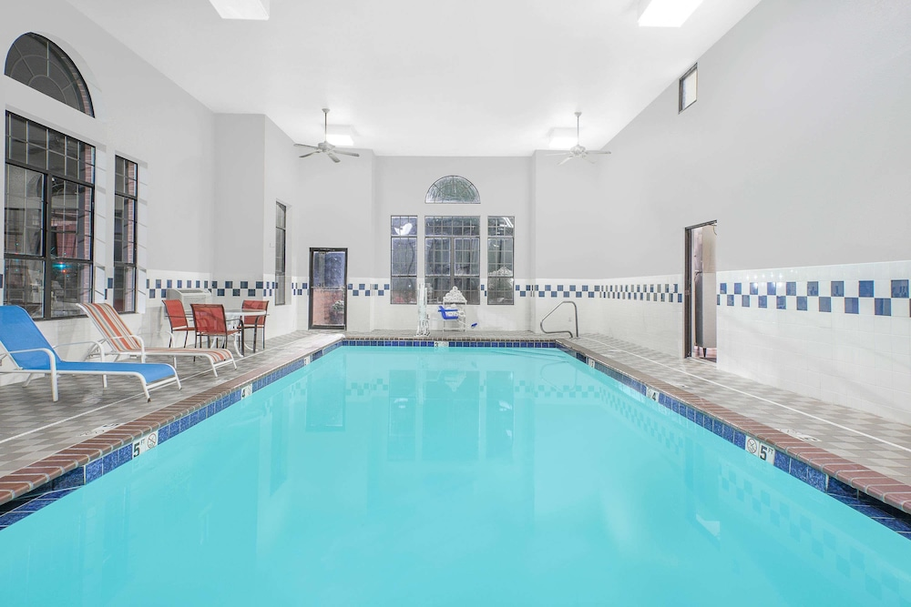 Pool, Super 8 by Wyndham Lowell/Bentonville/Rogers Area