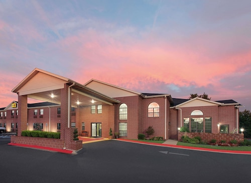 Great Place to stay Super 8 by Wyndham Lowell/Bentonville/Rogers Area near Lowell
