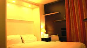 Ropa de cama hipoalergénica, escritorio, cortinas opacas