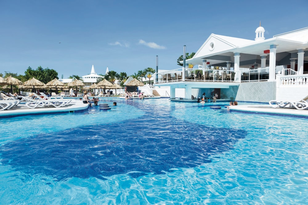 Outdoor Pool, RIU Negril All Inclusive