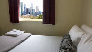 房內夾萬、嬰兒床 (收費)、免費 Wi-Fi