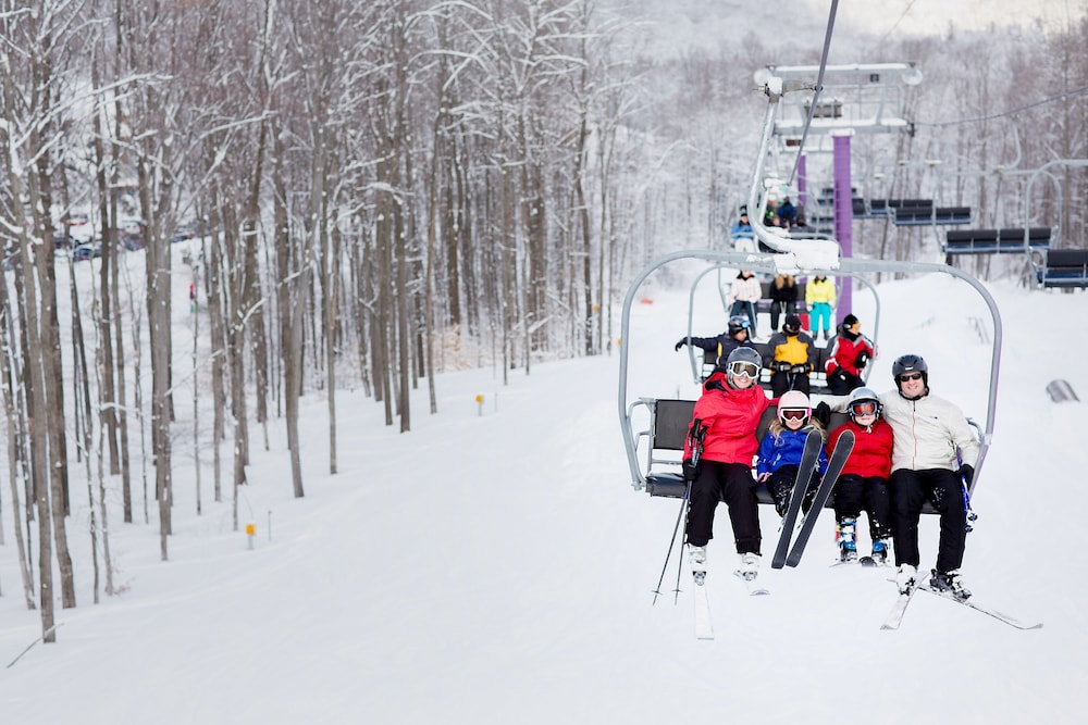 Snow and Ski Sports, The Lakeview Hotel, Shanty Creek Resort