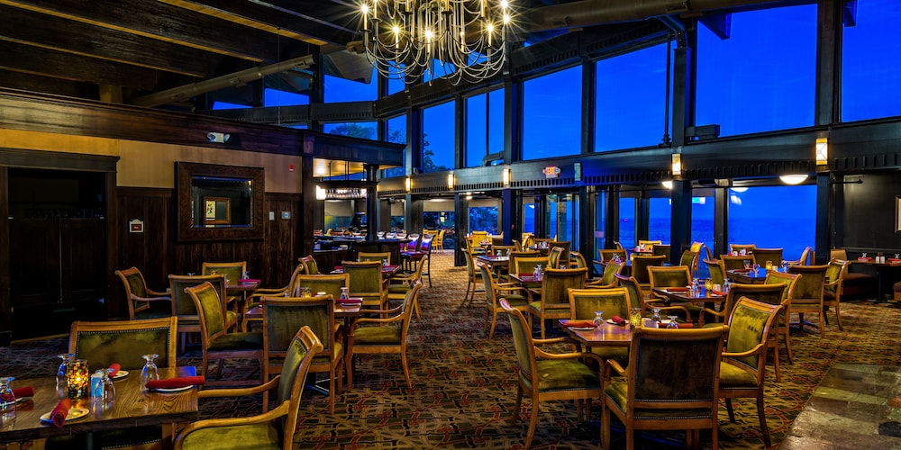 Dining, The Lakeview Hotel, Shanty Creek Resort