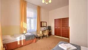 Minibar, Zimmersafe, Schreibtisch, Bügeleisen/Bügelbrett