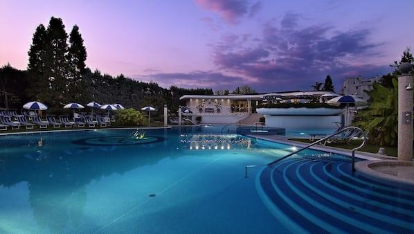2 indoor pools, 4 outdoor pools, pool umbrellas, sun loungers