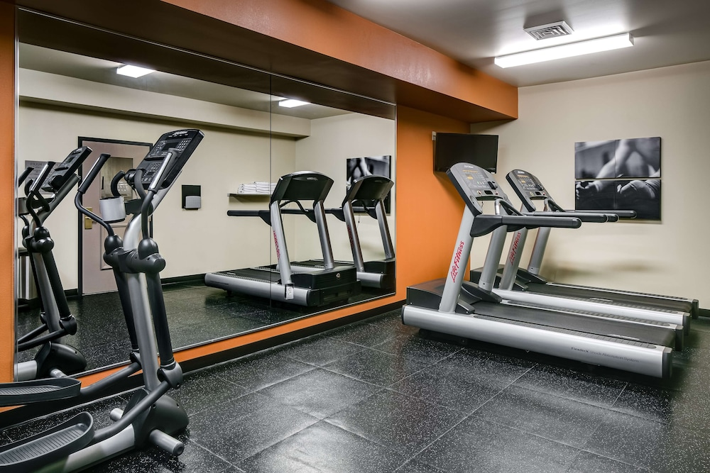 Fitness Facility, Country Inn & Suites by Radisson, Madison West, WI