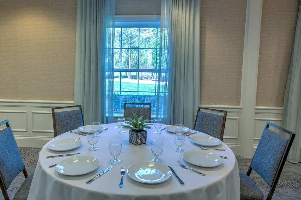 Dining, Courtyard by Marriott Chapel Hill
