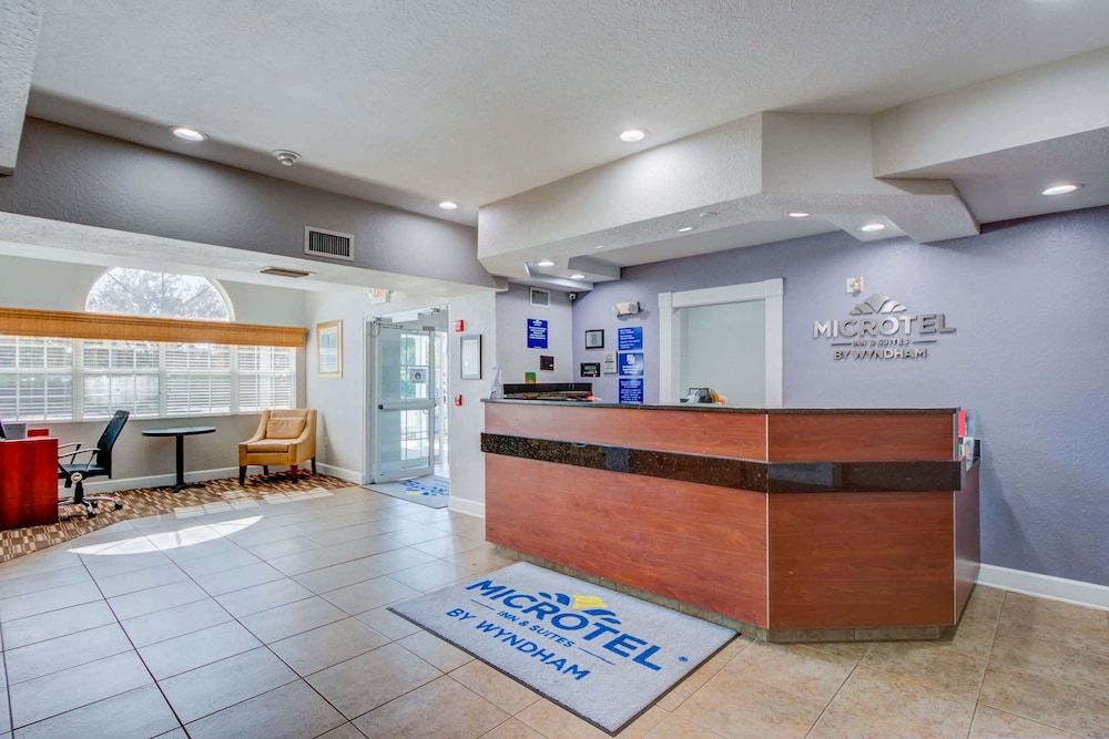 Reception, Microtel Inn & Suites by Wyndham Zephyrhills