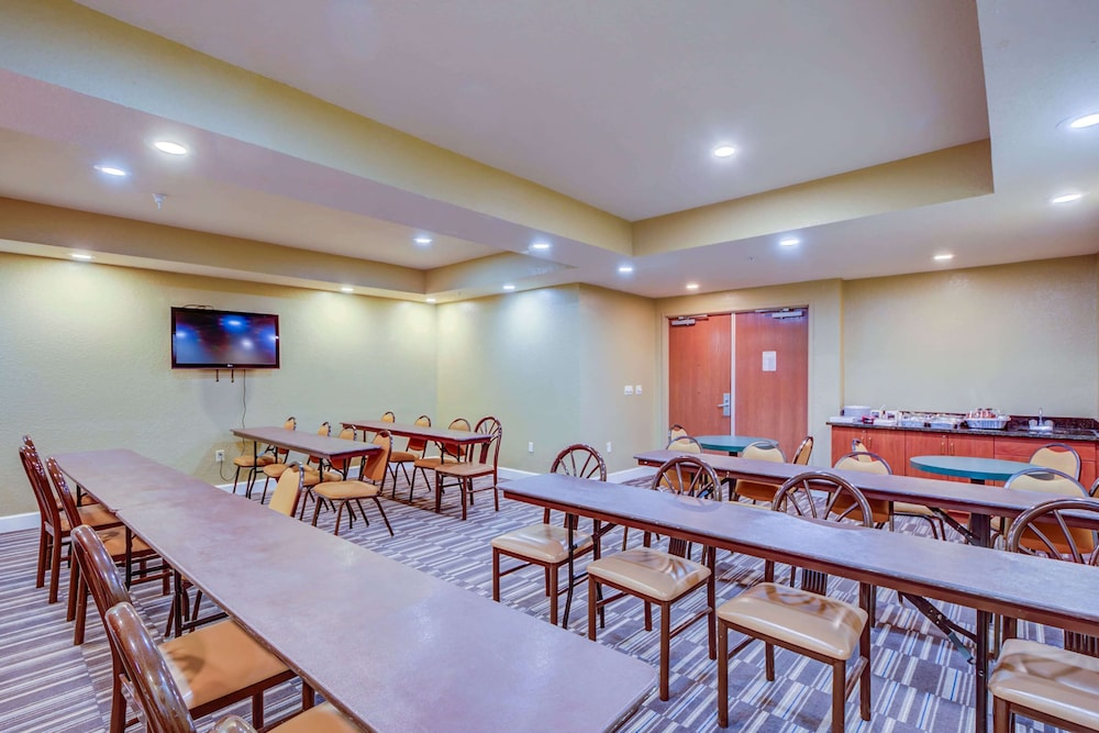 Meeting Facility, Microtel Inn & Suites by Wyndham Zephyrhills