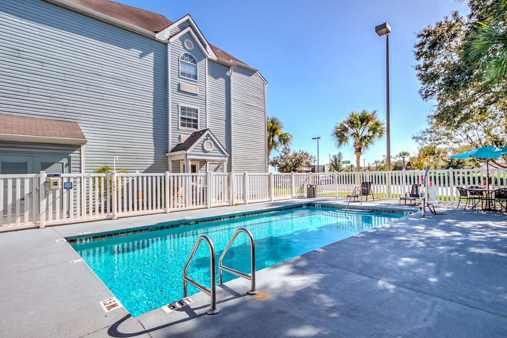 Pool, Microtel Inn & Suites by Wyndham Zephyrhills