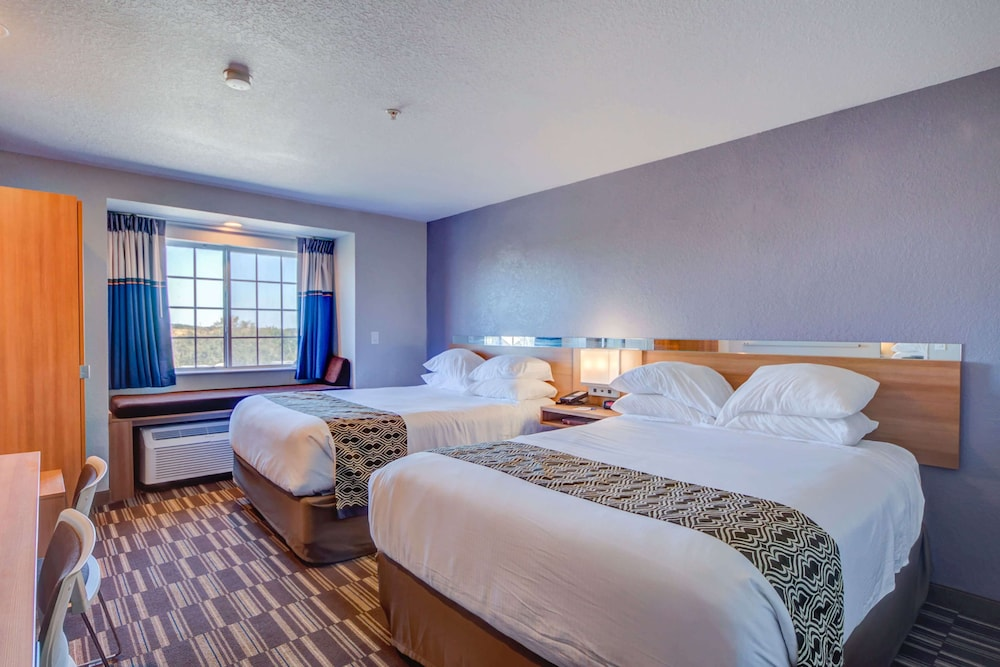 Room, Microtel Inn & Suites by Wyndham Zephyrhills