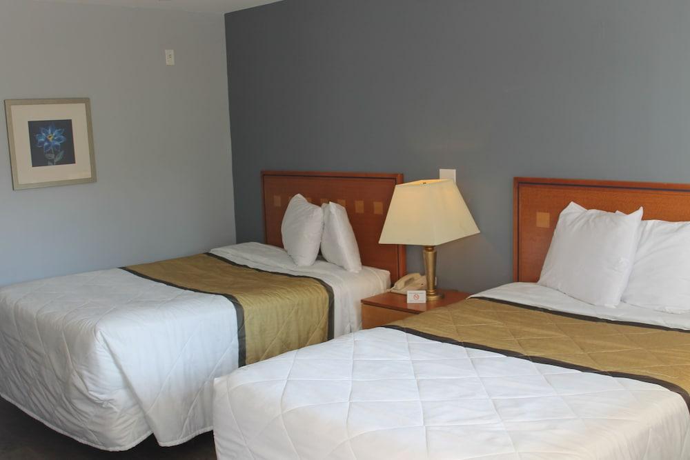 Stupendous Budgetel Inn Suites In Atlanta Ga Expedia Home Interior And Landscaping Analalmasignezvosmurscom