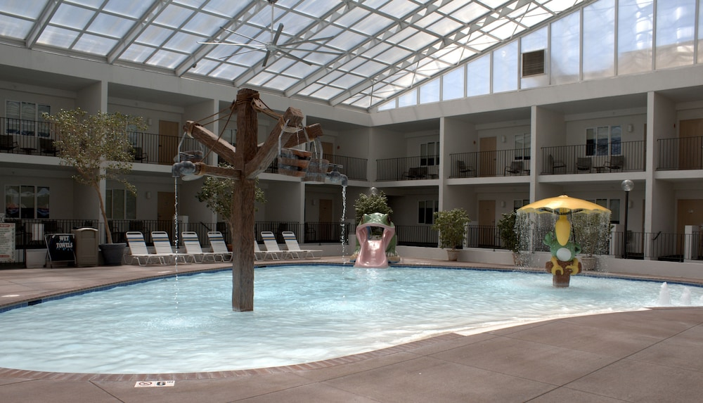 Adventureland inn in des moines hotel rates reviews on for Olivia s garden pool instructions