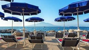 Spiaggia privata, lettini da mare, teli da spiaggia