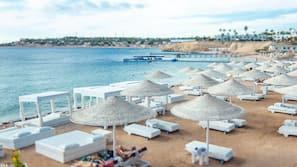 Spiaggia privata, lettini da mare, ombrelloni, teli da spiaggia