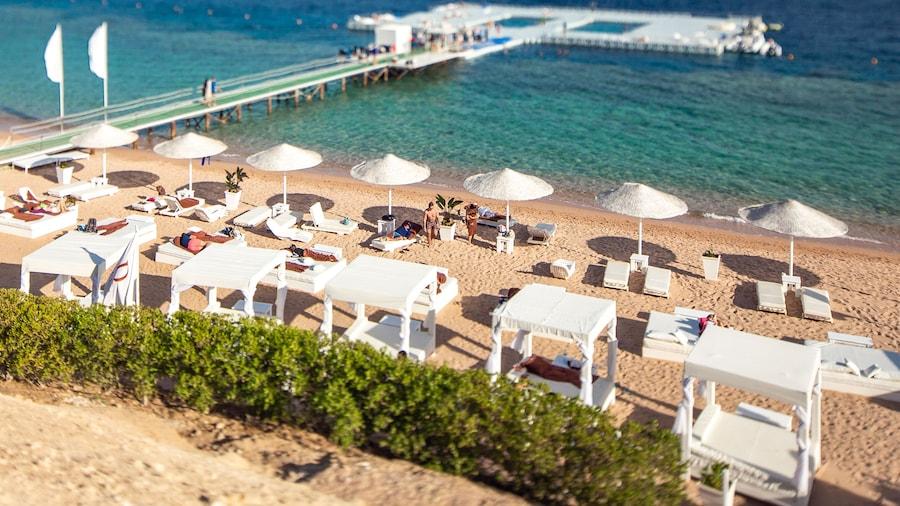 Domina Aquamarine Resort