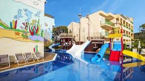 Indoor pool, 4 outdoor pools, pool loungers