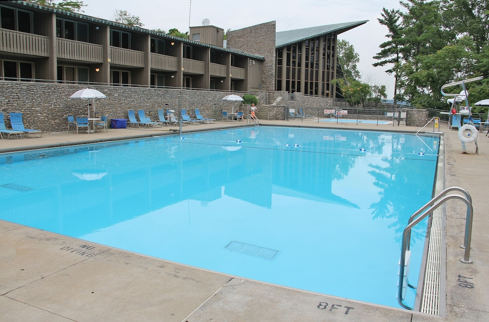 Outdoor Pool, General Butler State Resort Park