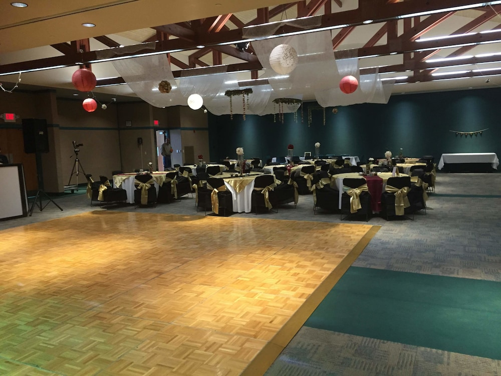 Banquet Hall, General Butler State Resort Park