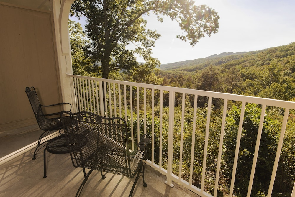 Balcony View, Pine Mountain State Resort Park