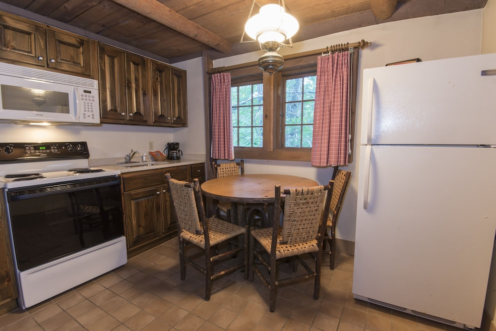 Private Kitchen, Pine Mountain State Resort Park