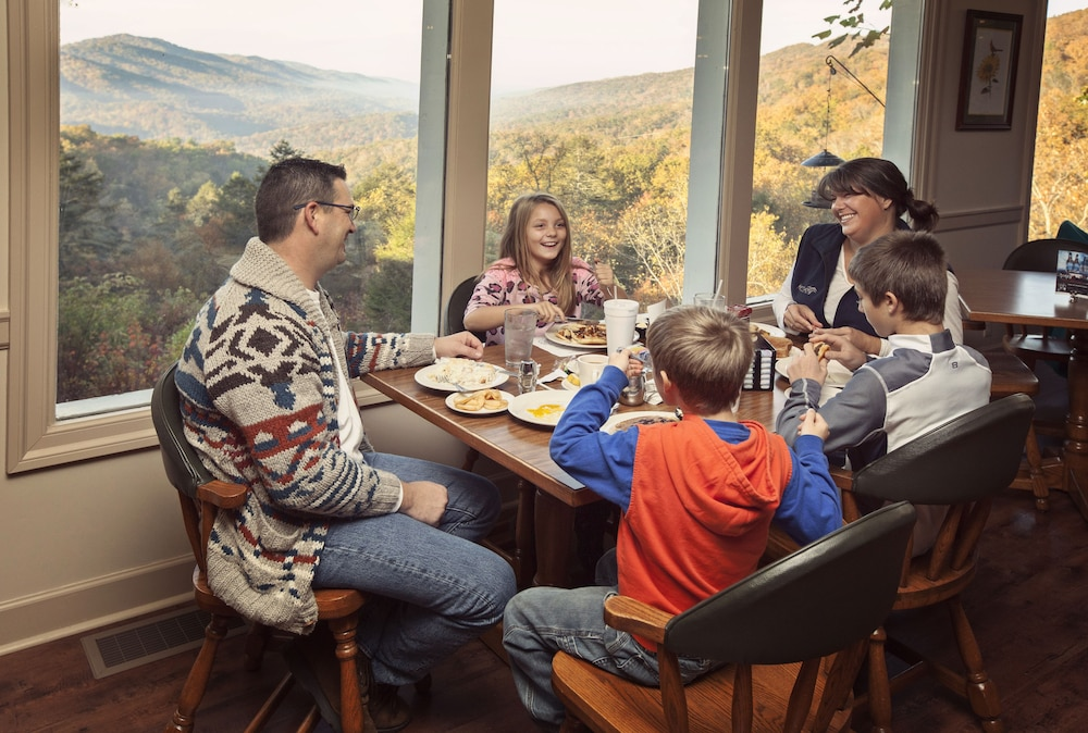 Family Dining, Pine Mountain State Resort Park