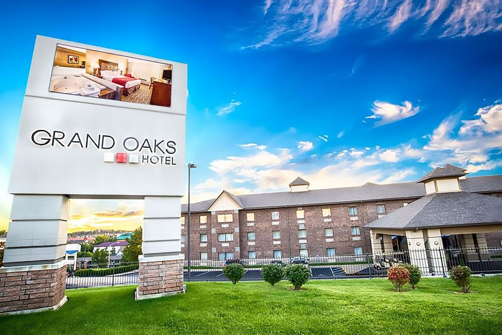 Featured Image, Grand Oaks Hotel