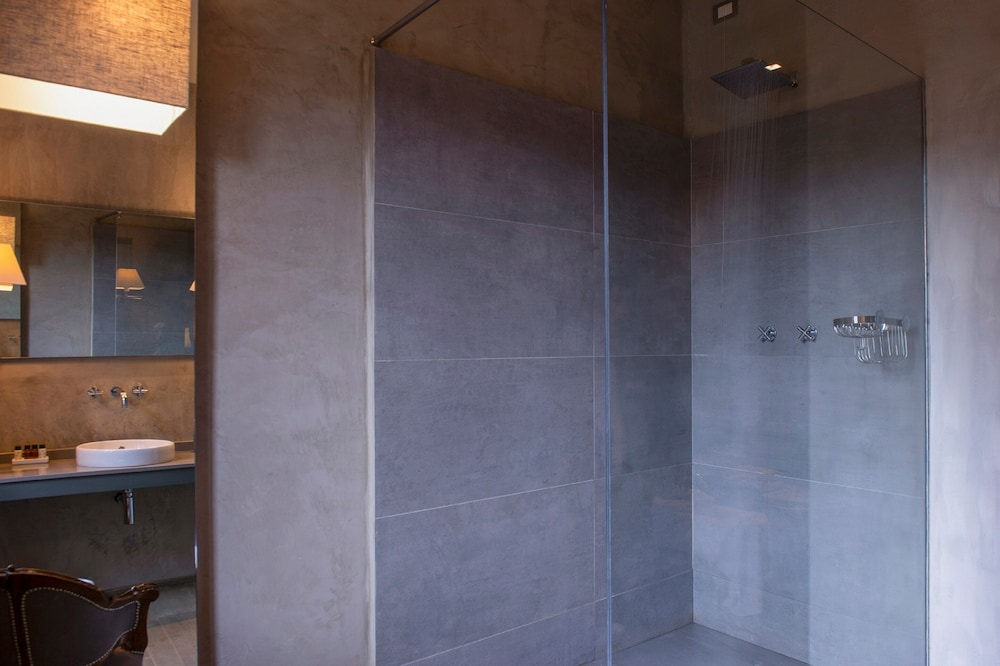 Bathroom Shower, Villa Sassolini Luxury Boutique Hotel, The Originals Collection