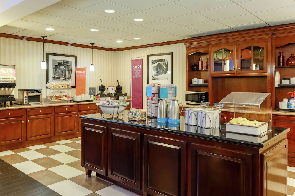 Breakfast Area, Hampton Inn & Suites Tallahassee I-10-Thomasville Rd
