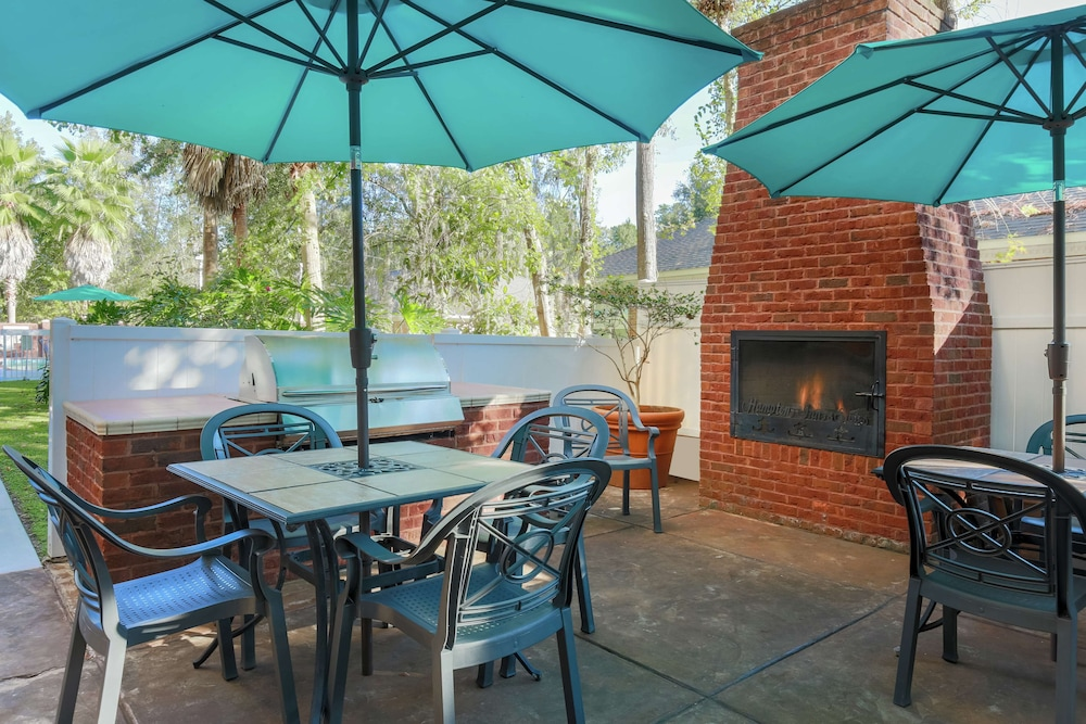 Terrace/Patio, Hampton Inn & Suites Tallahassee I-10-Thomasville Rd