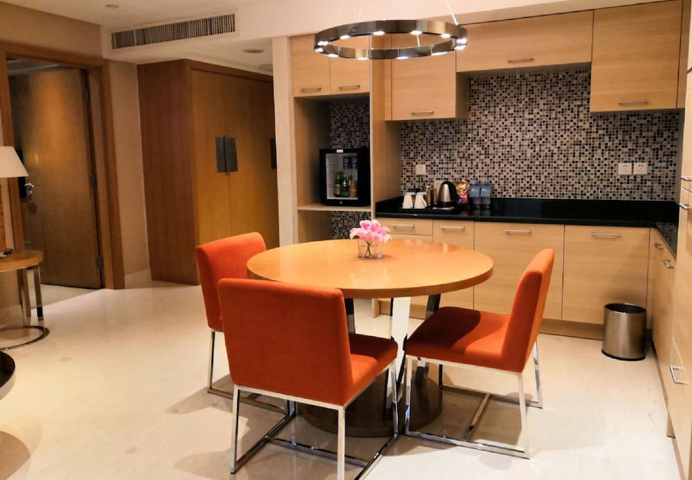 Private Kitchenette, Four Points by Sheraton Shenzhen