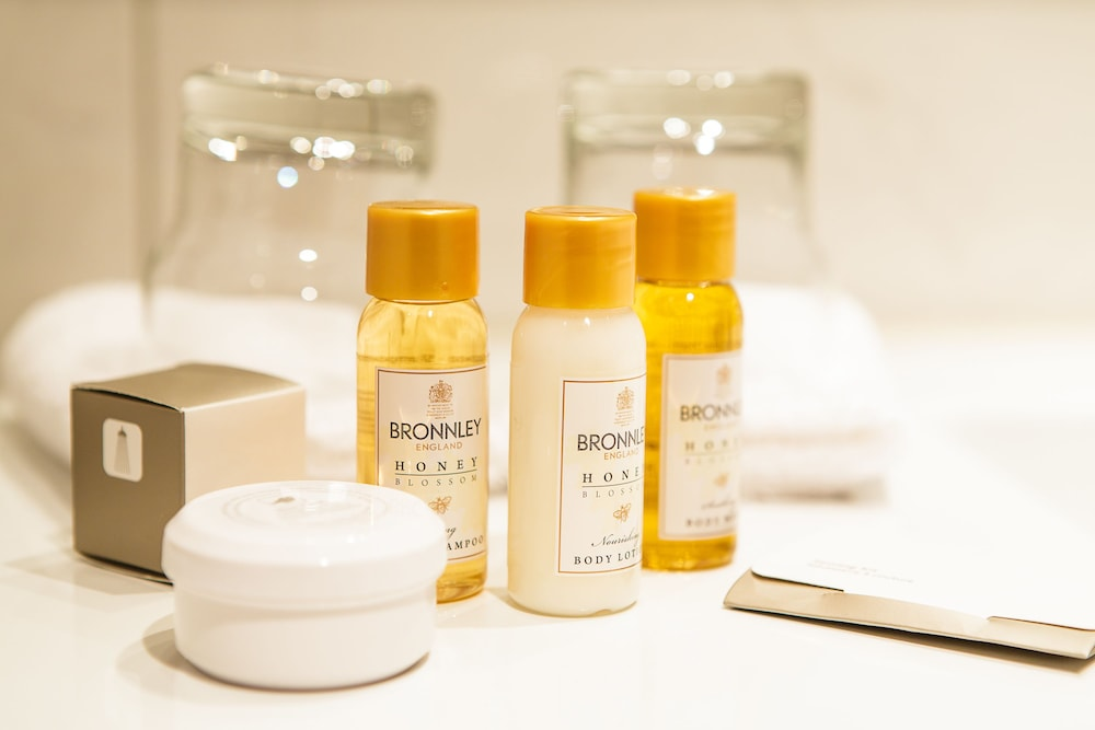 Bathroom Amenities, Schloss-Hotel – Swiss-Chalet Merlischachen