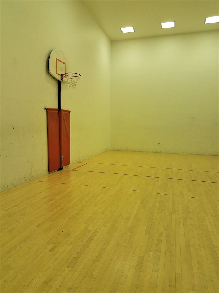 Basketball Court, The Buckingham Hotel