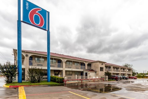 Check Expedia for Availability of Motel 6 San Antonio-Splashtown