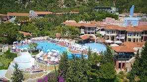 10 outdoor pools, free cabanas, pool umbrellas
