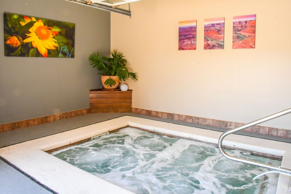 Indoor Spa Tub, Aarchway Inn