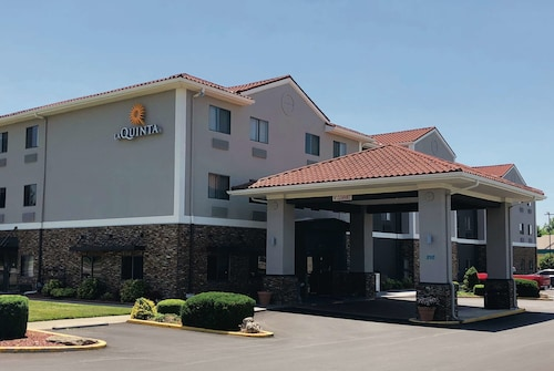 La Quinta Inn & Suites by Wyndham Elizabethtown