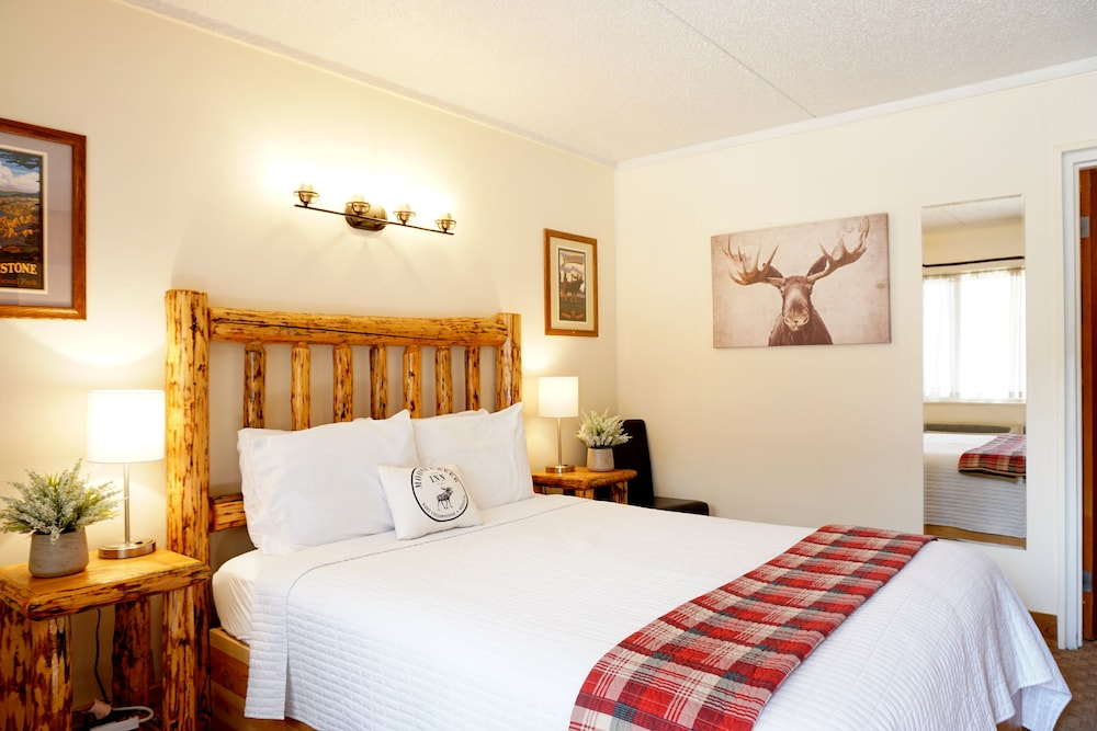 Featured Image, Moose Creek Inn
