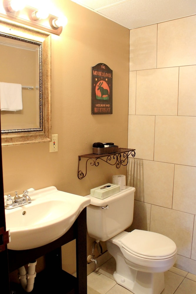 Bathroom, Moose Creek Inn