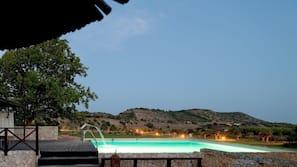Innenpool, Außenpool, Cabañas (kostenlos), Sonnenschirme