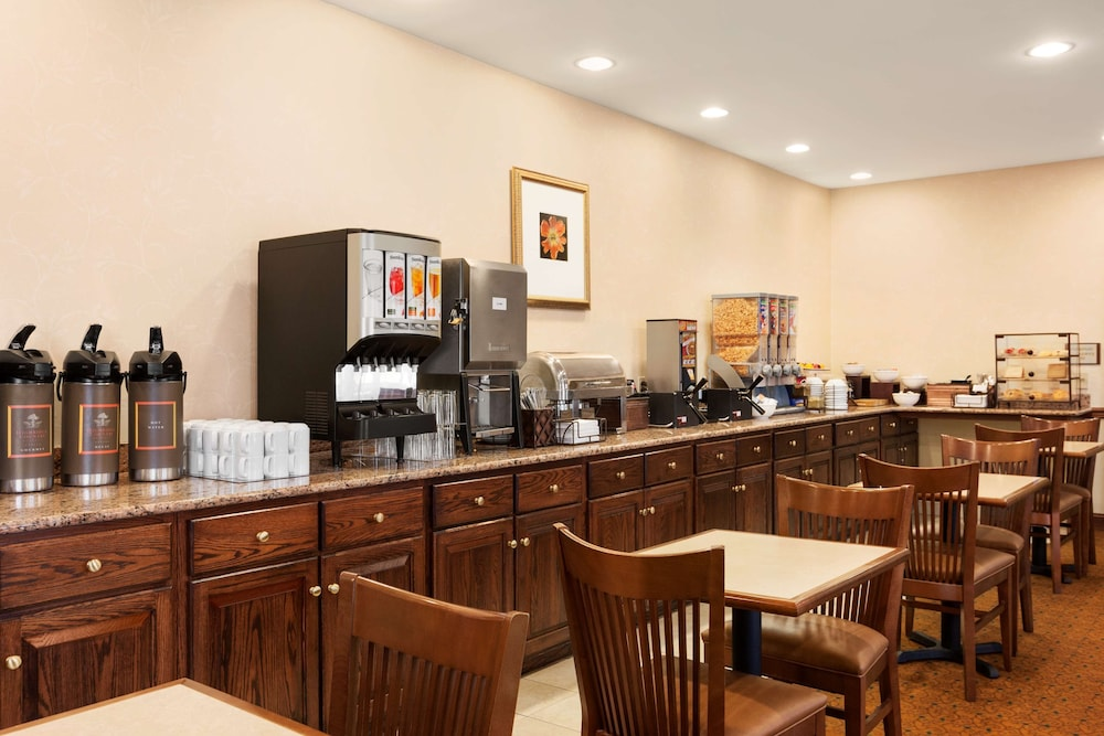 Breakfast Area, Country Inn & Suites by Radisson, Lehighton (Jim Thorpe), PA