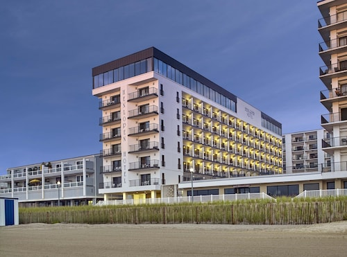 Rehoboth beach beach hotels best oceanfront hotels in - Public swimming pools in rehoboth beach ...