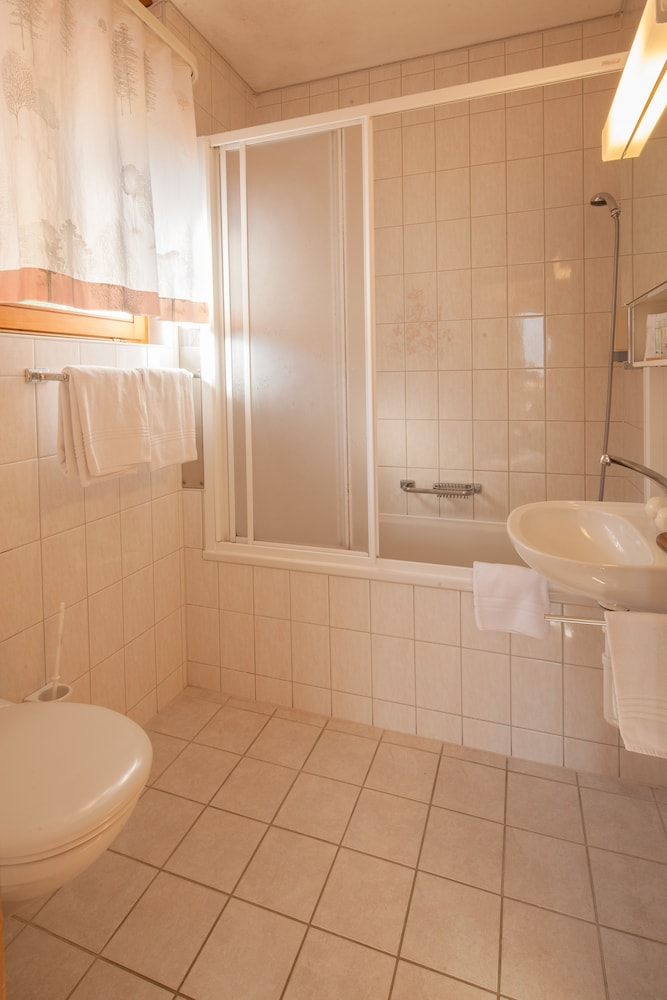 Bathroom, Hotel Alpenhof