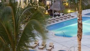 6 outdoor pools, free cabanas